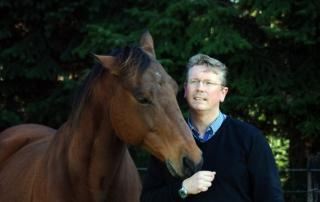 Anwalt für Tierrecht Uwe J. Badt mit eigenem Pferd